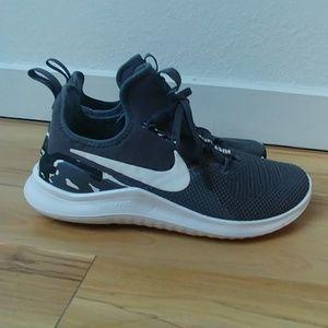 NEW Nike sneakers dark grey & white camo women's 8